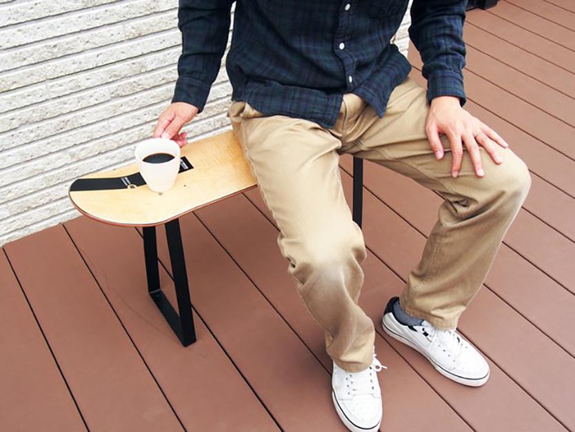 smoothie,LLCによる、簡単DIYができる「noashi」は、グリップ式のアイアン家具の脚。8種類の中からテーブルやベンチなど目的にかなった家具が作れる。引越しが多い人など、それぞれのライフスタイルに合わせて使用できるのが便利。高さ調節ボルトも付いている。5