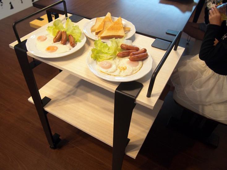 smoothie,LLCによる、簡単DIYができる「noashi」は、グリップ式のアイアン家具の脚。8種類の中からテーブルやベンチなど目的にかなった家具が作れる。引越しが多い人など、それぞれのライフスタイルに合わせて使用できるのが便利。高さ調節ボルトも付いている。8