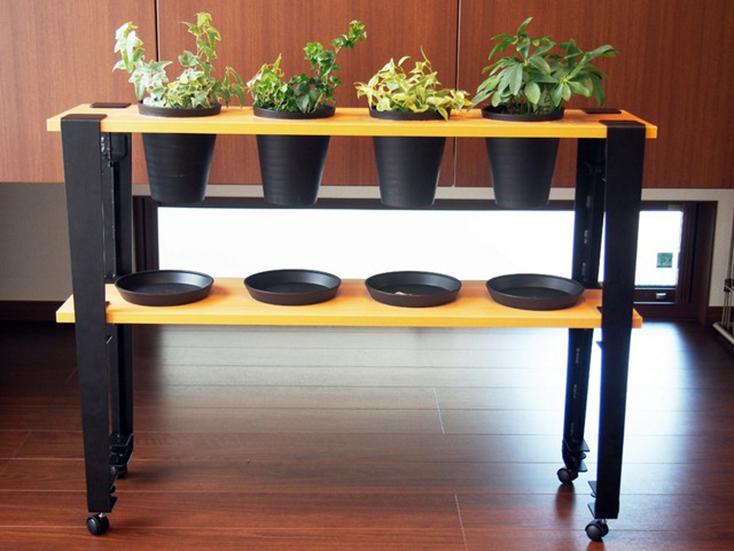 smoothie,LLCによる、簡単DIYができる「noashi」は、グリップ式のアイアン家具の脚。8種類の中からテーブルやベンチなど目的にかなった家具が作れる。引越しが多い人など、それぞれのライフスタイルに合わせて使用できるのが便利。高さ調節ボルトも付いている。9