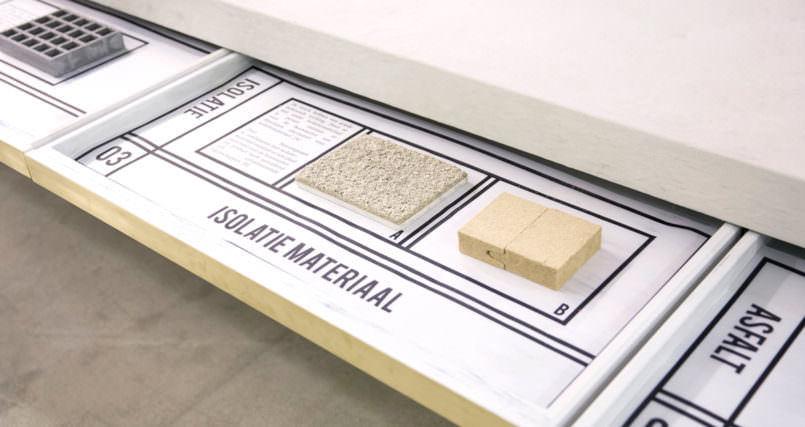 使用済みのトイレットペーパーを再利用して作られたセラミックの器「Waterschatten」を紹介。美しさと、その驚きの再利用が特徴的。そのプロジェクトはオランダの水道機関とデザイナー・Nienke Hoogvlietさんによるもの。