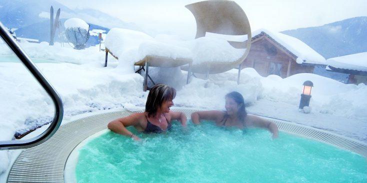 プールの施設が充実したユニークで贅沢なホテル「The Hotel Hubertus」の紹介。イタリア・南チロルにある、空飛ぶ気分で泳げる地上12mに建てられたプールの付いたホテルだ。部屋はひとりでもカップルでも、ファミリーでも利用が可能。