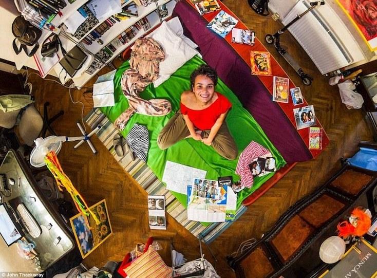南アフリカの写真家John Thackwayが世界55か国を回り、6年かけて作り上げた、My Room Photo Projectの紹介。世界中の人々の部屋を覗くことができる。撮った写真は現在一冊の本にまとめて販売されており、日本を含めた各国で展示会も行われている。