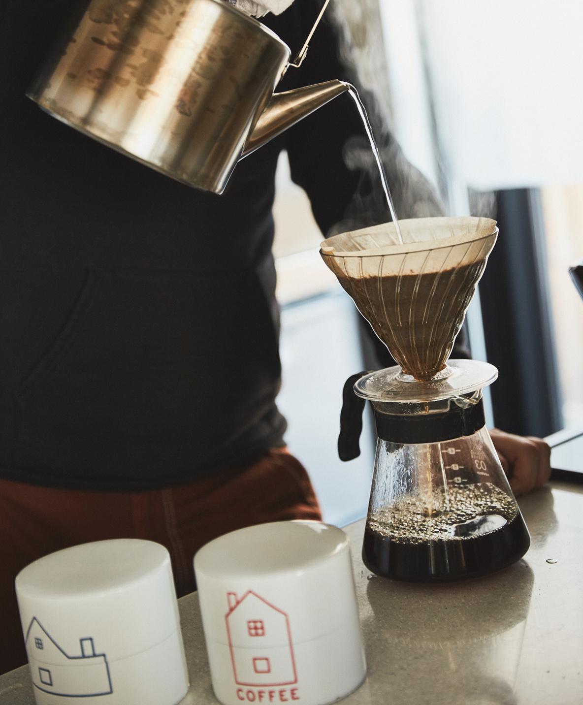 自宅で豆を挽いておいしいコーヒーを淹れる