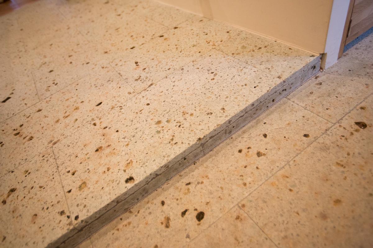 大谷石を床に使う