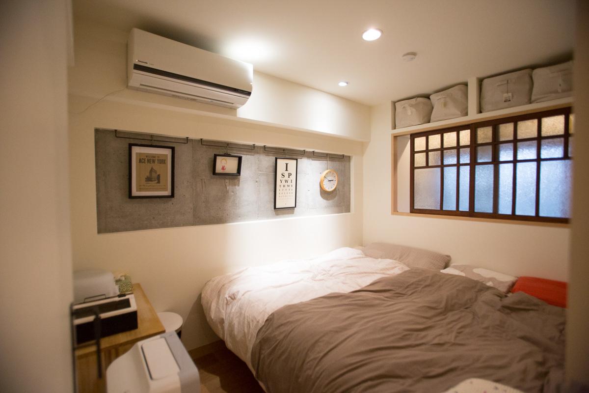 コンクリートがおしゃれな寝室