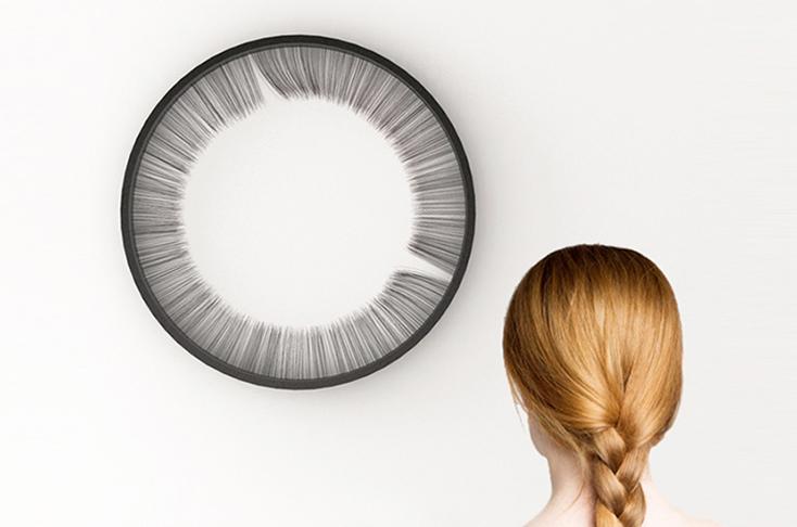 毛が動いて時刻がわかる時計「LUSH CLOCK」