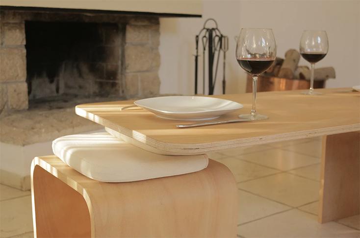 二人の共同作業で水平を保つテーブルSati Tala