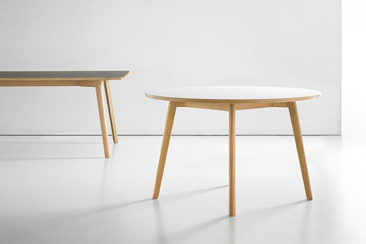 デンマーク拠点の家具デザイナー・Martin Solemさんが製作した「Solem Table」
