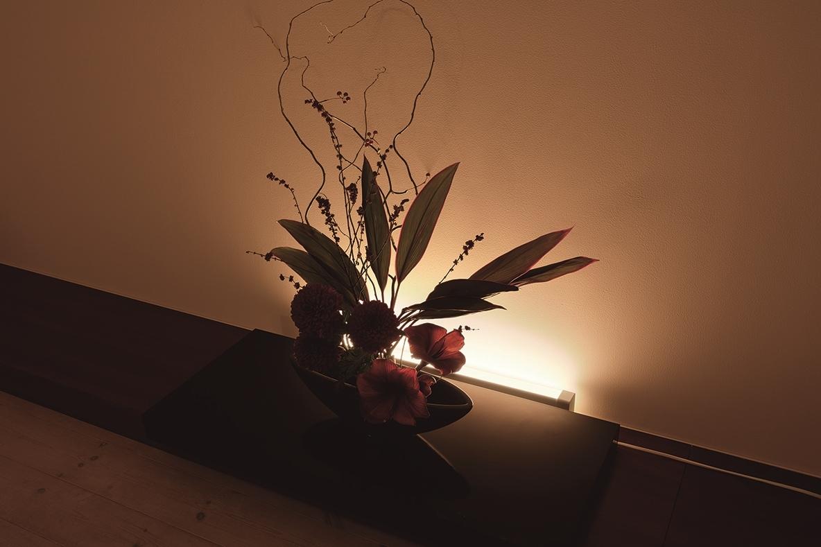 家具の裏に置くラインライト