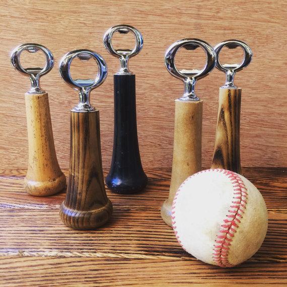 野球好きにオススメの「Baseball Bottle Opener」。5種類の木材から好きなものを選べる。本物の木製バットでできているので、握り心地はバツグン。しっかり振り抜いてほしい。 - See more at: https://www.roomie.jp/?p=371647&preview=true#sthash.bL00BKtX.dpuf-2