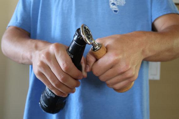 野球好きにオススメの「Baseball Bottle Opener」。5種類の木材から好きなものを選べる。本物の木製バットでできているので、握り心地はバツグン。しっかり振り抜いてほしい。 - See more at: https://www.roomie.jp/?p=371647&preview=true#sthash.bL00BKtX.dpuf-3