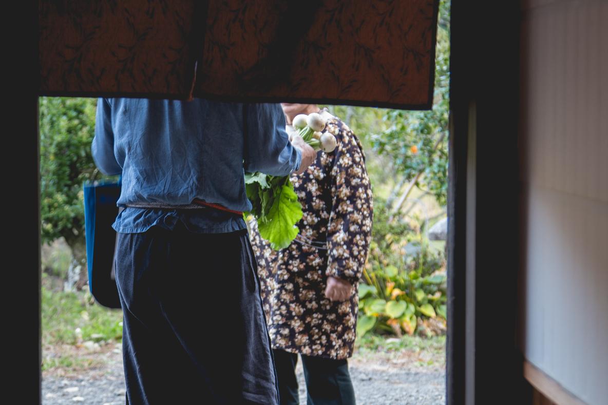 福島県伊達市の霊山町にある食事処「暮らし茶屋 風知草」を取材。江戸末期に建てられたという物件を、ほぼ自力でリノベーションした当時のことや、そのキッカケについて、たっぷりお話を伺いました。-25
