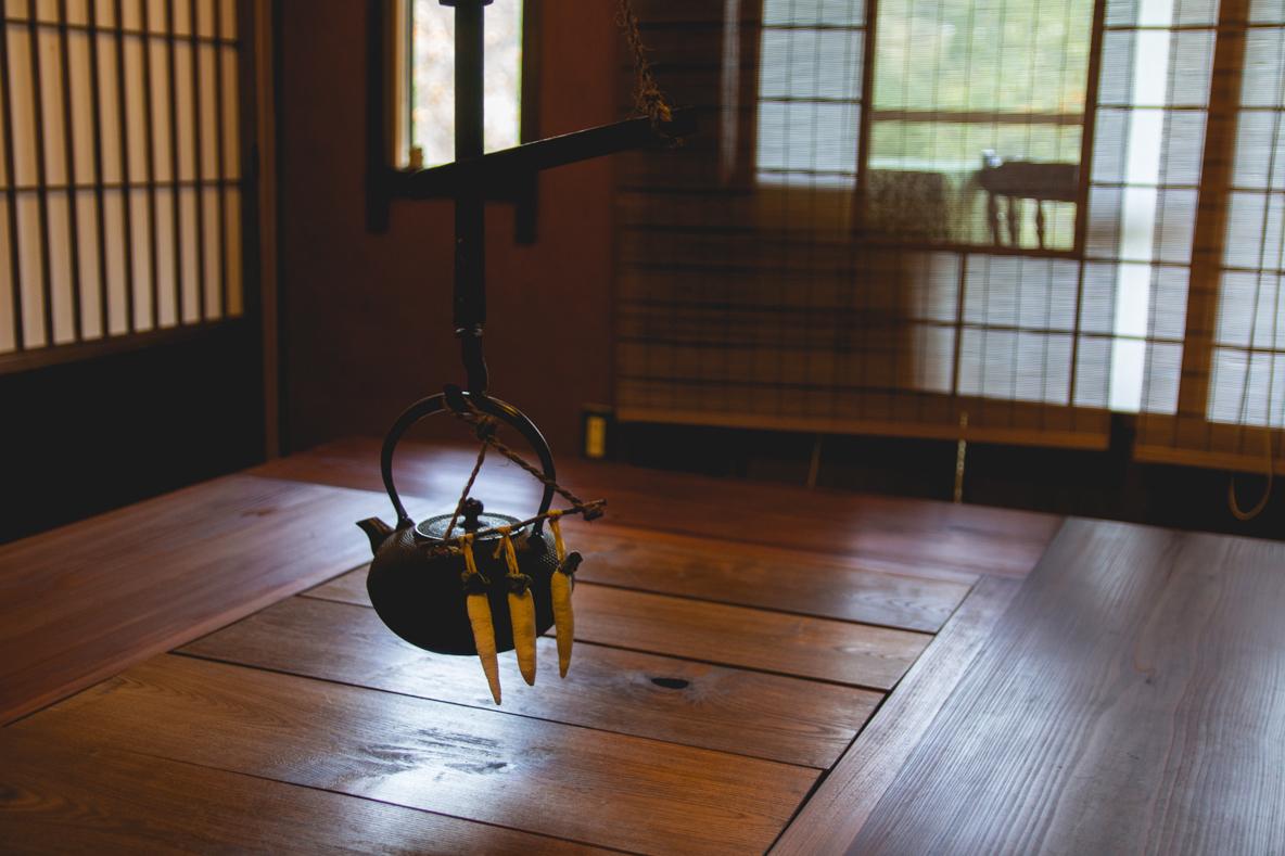福島県伊達市の霊山町にある食事処「暮らし茶屋 風知草」を取材。江戸末期に建てられたという物件を、ほぼ自力でリノベーションした当時のことや、そのキッカケについて、たっぷりお話を伺いました。-26