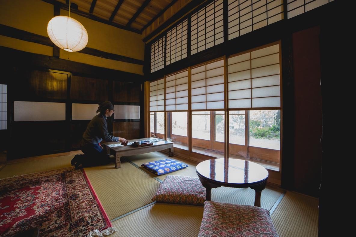 福島県伊達市の霊山町にある食事処「暮らし茶屋 風知草」を取材。江戸末期に建てられたという物件を、ほぼ自力でリノベーションした当時のことや、そのキッカケについて、たっぷりお話を伺いました。-3