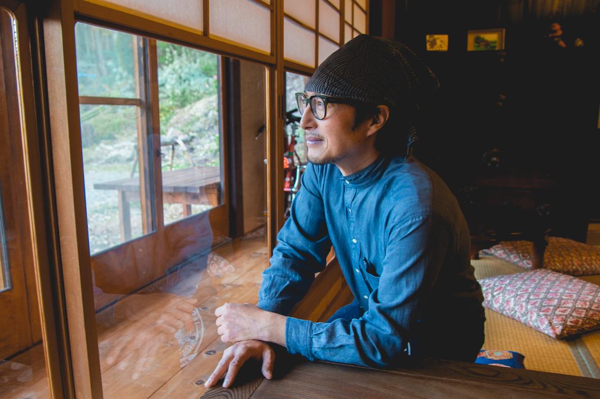 福島県伊達市の霊山町にある食事処「暮らし茶屋 風知草」を取材。江戸末期に建てられたという物件を、ほぼ自力でリノベーションした当時のことや、そのキッカケについて、たっぷりお話を伺いました。-31s