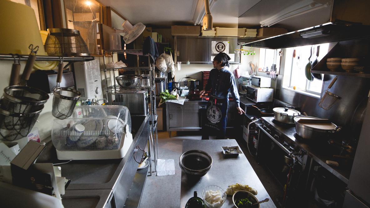 福島県伊達市の霊山町にある食事処「暮らし茶屋 風知草」を取材。江戸末期に建てられたという物件を、ほぼ自力でリノベーションした当時のことや、そのキッカケについて、たっぷりお話を伺いました。top