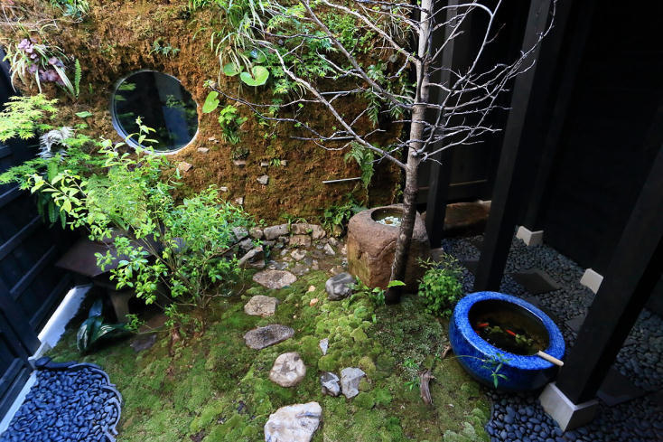 庭にある離れの風呂
