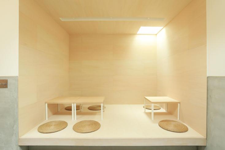 洞窟のような空間や座敷席も