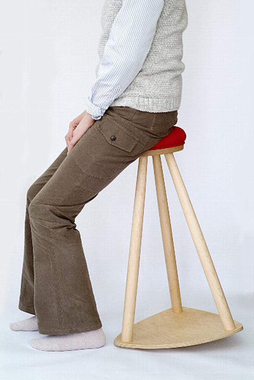 床摺りが3次曲面になっているので体の傾きに合わせて動き、動作をアシスト