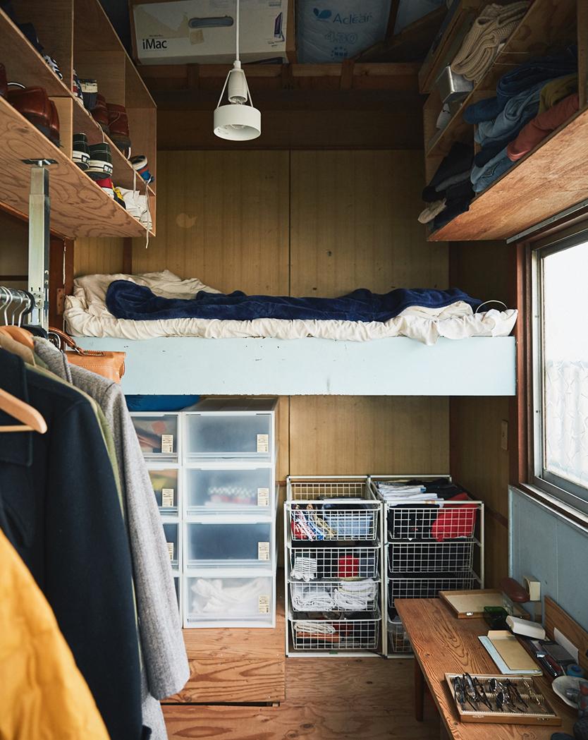 押入れ風ベッドで眠るドラえもんスタイル