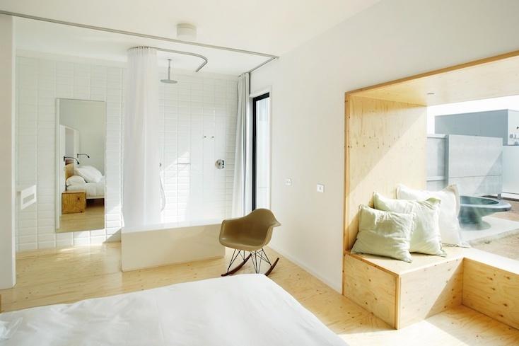 スペインにある、箱のような空間が並ぶユニークなホテル「Hotel aire de bardenas」の紹介