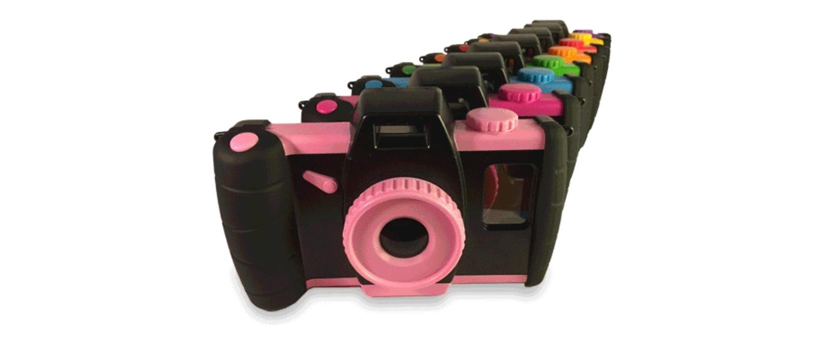 Kickstarterに出品されている、使わなくなったスマホを子供用カメラに変身させるガジェット「Pixlplay」の紹介