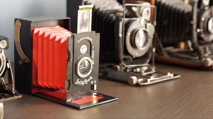 クラウドファンディング・Kickstarterに登場した段ボールでできたインスタントカメラ「Jollylook」の紹介 。マニュアル撮影、二重露光まで対応しているので、かなり楽しめそうだ。6