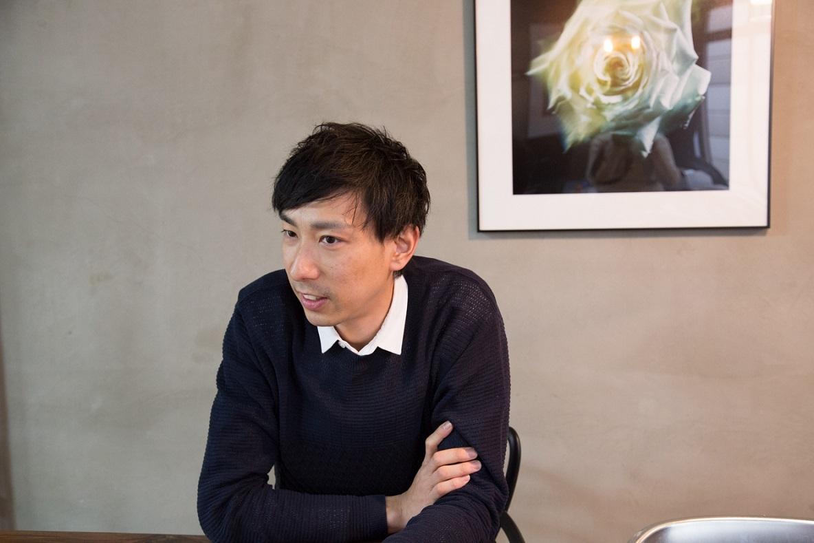 フォトグラファー・今井広一さんに、普段、スマホカメラをどのように活用しているのか、お話をうかがった。撮影テクニックからプリントした写真の装飾方法まで、すぐに使えるアイディアが満載だ。