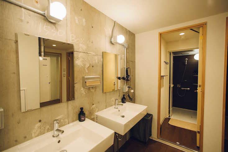 シャワーやトイレなどの水まわりも清潔かつ十分な数が用意されている