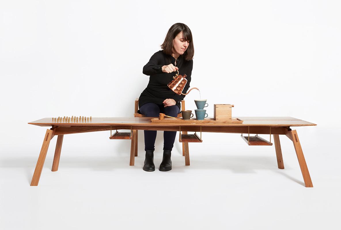 英デザイナーが日本のコーヒー文化にインスパイアされ制作した家具