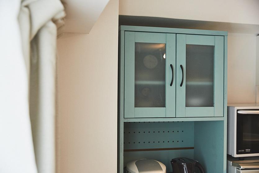 「マンチェスター・シティ」カラーに塗装した食器棚