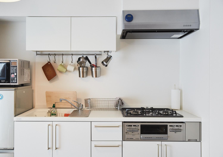 白くて広いおしゃれなキッチン