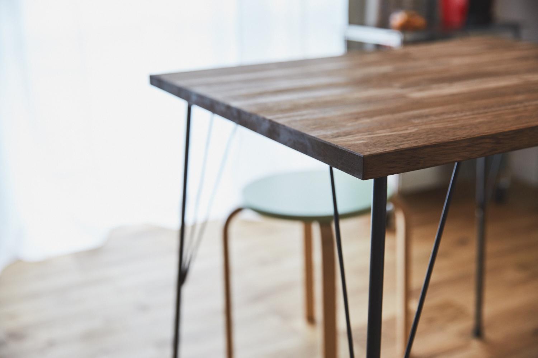 TEKOLABOの鉄脚と、古材を組み合わせて作ったダイニングテーブル