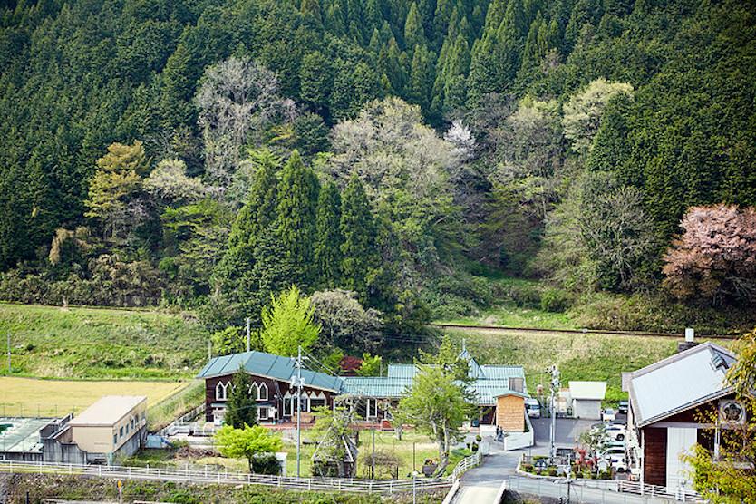 タルマーリーが鳥取県智頭町に移転して来たことによって、ここでの自然栽培の普及活動が広がった結果、この地域の原料でパンやビールが作れるようになってきた