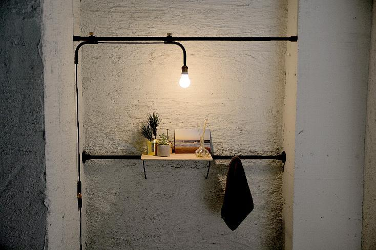 照明と見せる収納が賃貸でつくれるつっぱり棒「DRAW A LINE」
