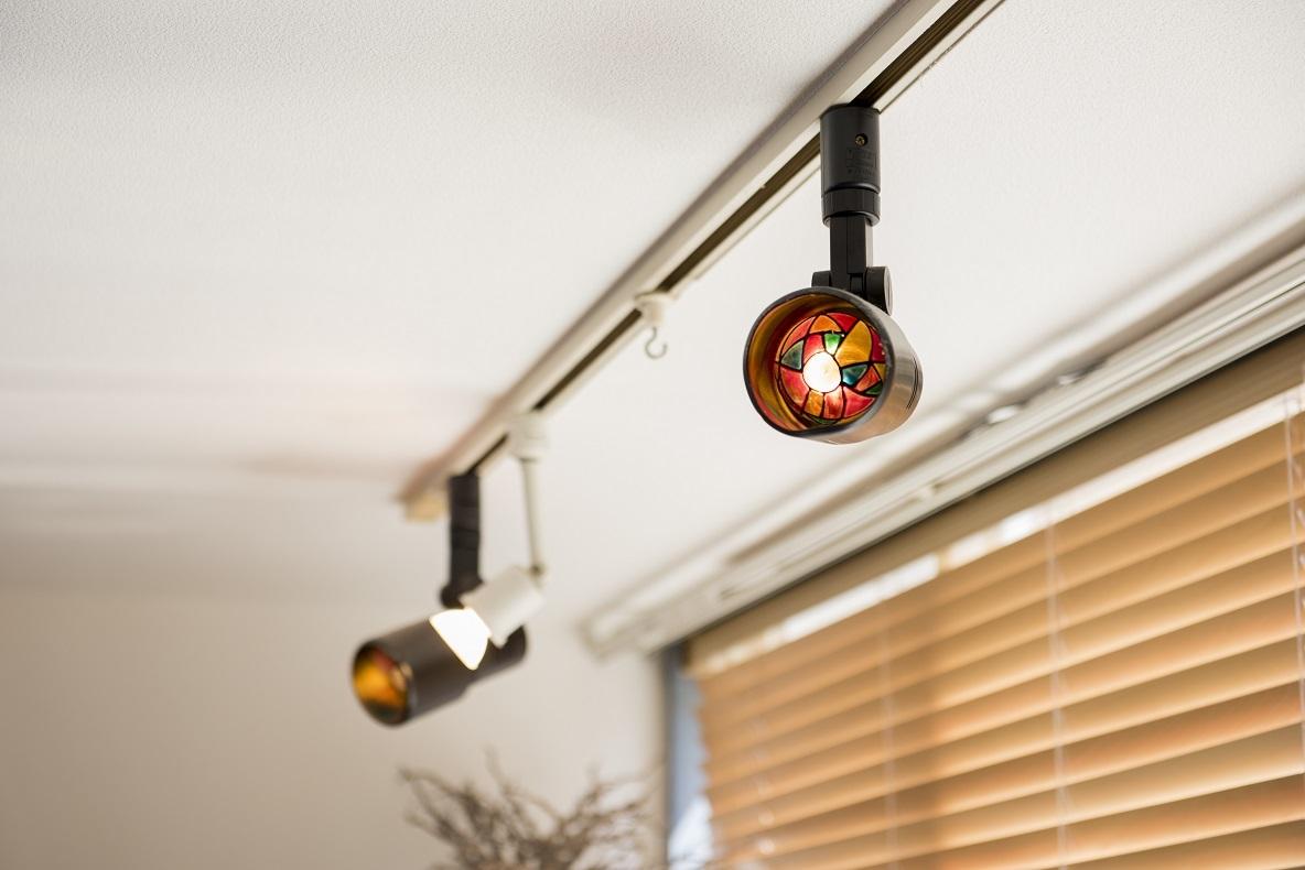 もともと部屋に付いていたというシーリングライトは、光量の調製ができるタイプ