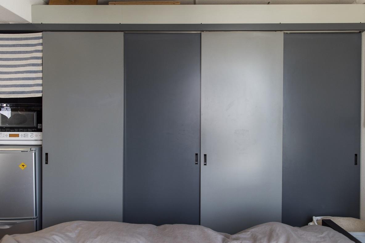 寝室スペースの壁は、一面クローゼット