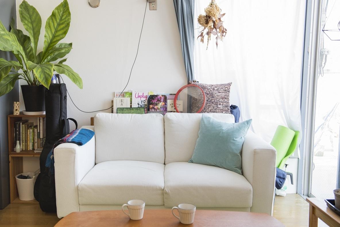 イケアで購入したという白いソファ