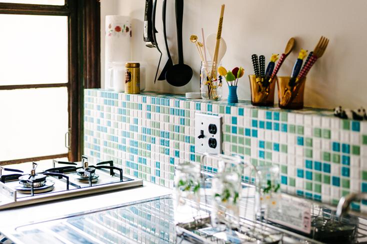 レトロでかわいいタイルのキッチン
