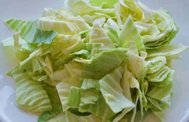野菜を食べやすい大きさにカットする
