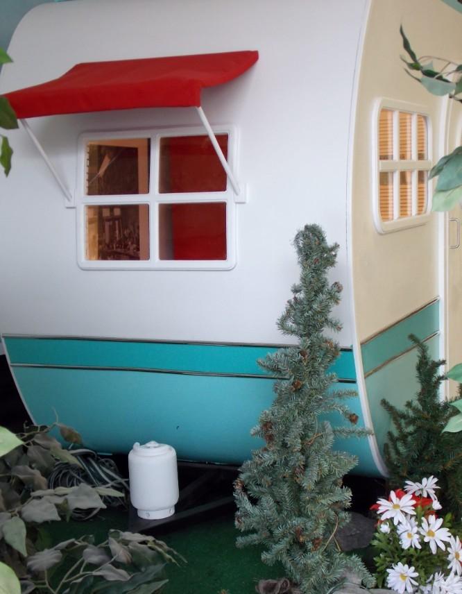 中に入ると、キッチン(偽)などが設置してある本格的なデザイン
