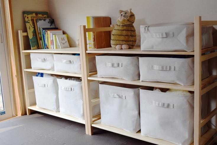 一番上の棚は本棚・小物置きとして使用