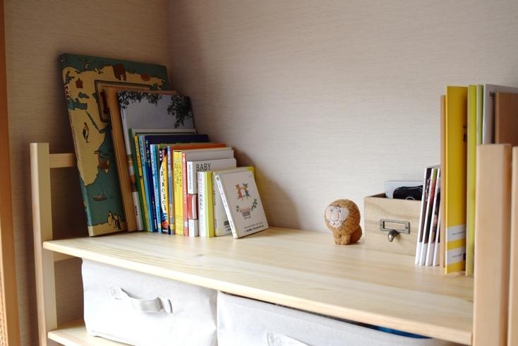 収納がより必要になった場合は棚板を一段あげることができ、タオルや日用品などを収納するのにもちょうどいい