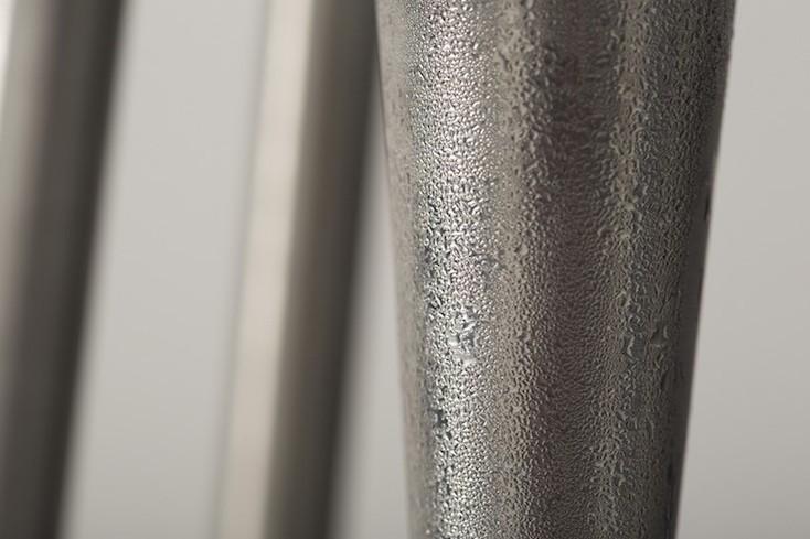 水滴は装置の金属部分に集中する