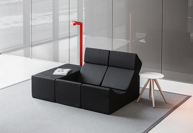 Moonは自分の思いのままに組み合わせ、作りたい形の家具にすることが可能