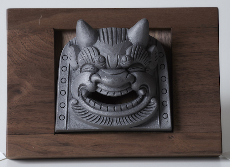 鬼瓦を室内に飾るアイディアを形にした「鬼瓦家守」の紹介
