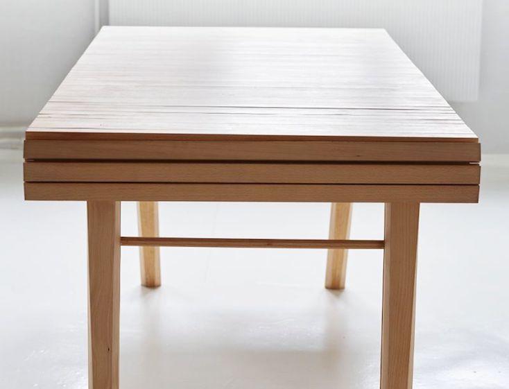巻物のようなデザインが斬新なテーブル