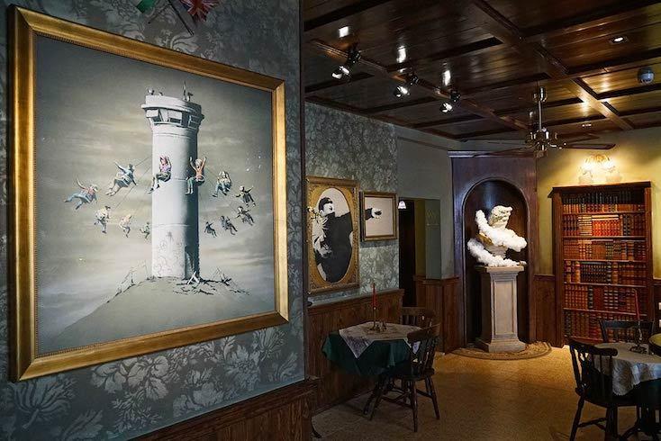 バンクシーを中心に外部のアーティストも立ち上げに参加した「The Walled Off Hotel」