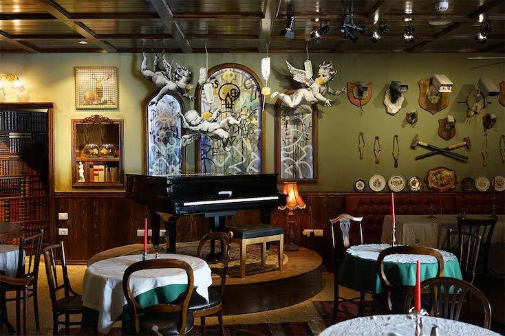 「Piano Bar」は、ピアノを中心にデザインされた美しいバー空間