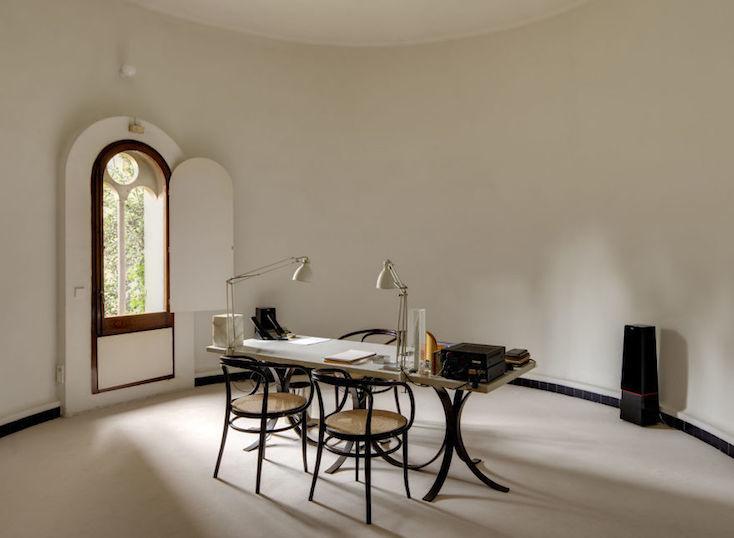 家の中にはオフィス空間も備えられているため、Bofill氏のチームは定期的に彼の家で仕事をする